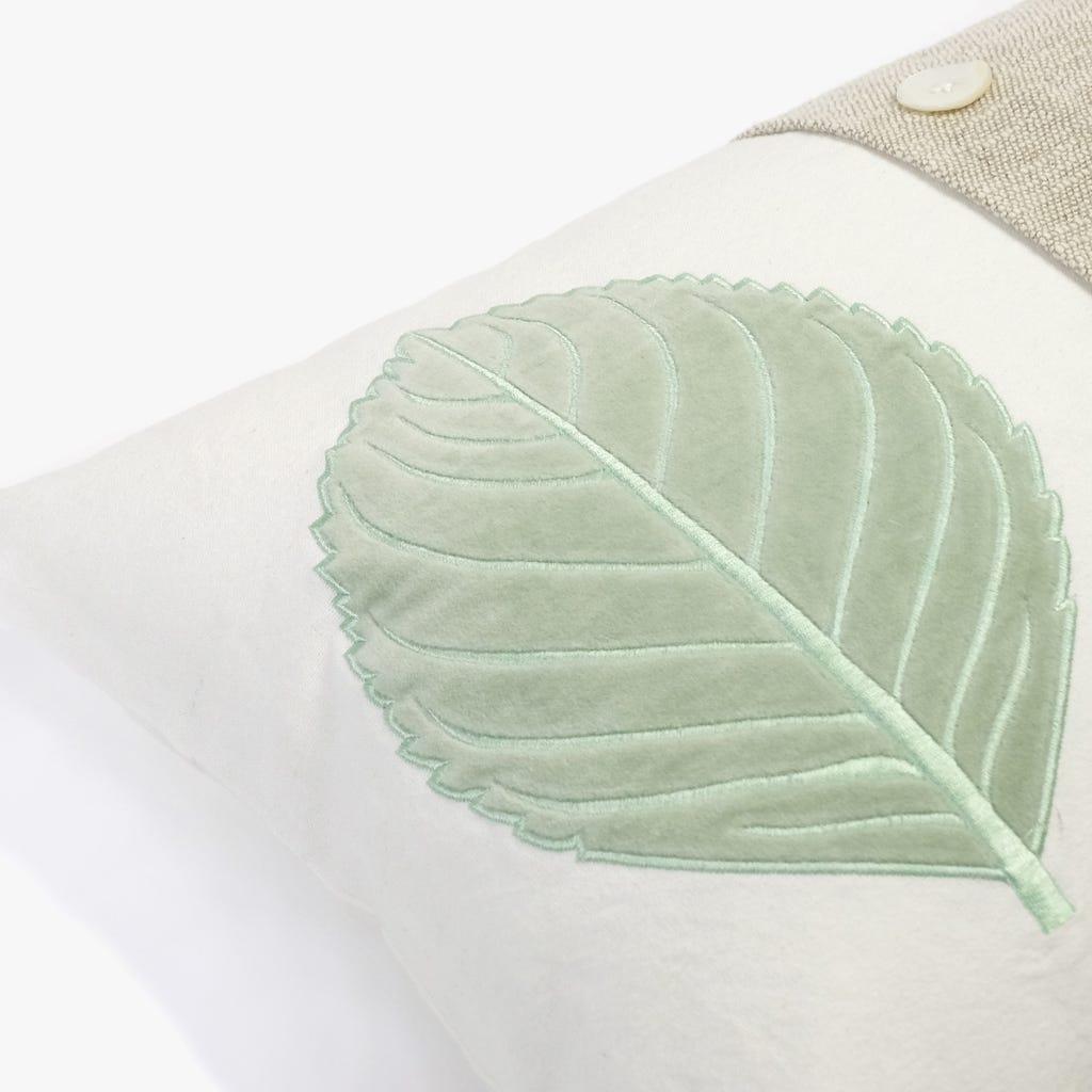 Almofada Folha Botões 35x55 cm